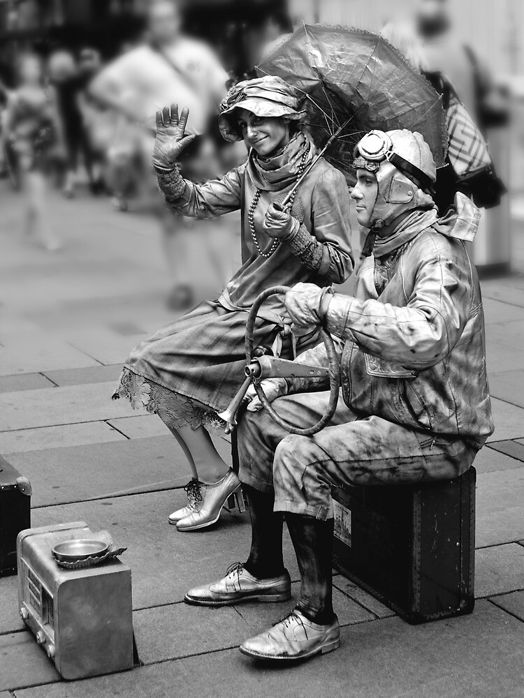 Street performers by Andrea Rapisarda