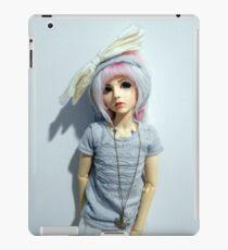Robin (pure white) iPad Case/Skin