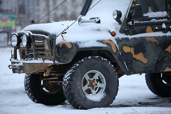 SUV in snow by mrivserg