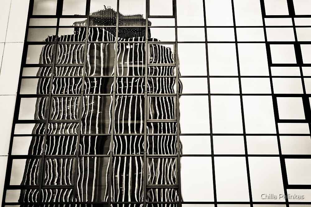 Reflections of Tower 42, London by Chilla Palinkas