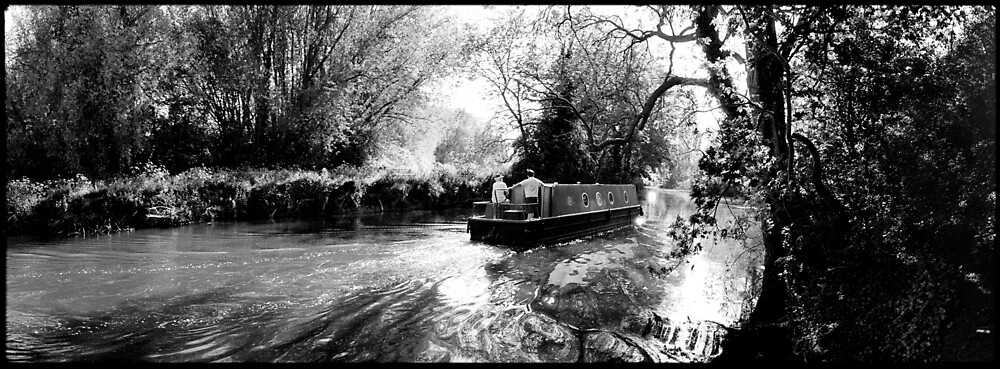 Narrow boat, River Great Ouse, Queen's Park, Bedford by DarrenLeeMarsh