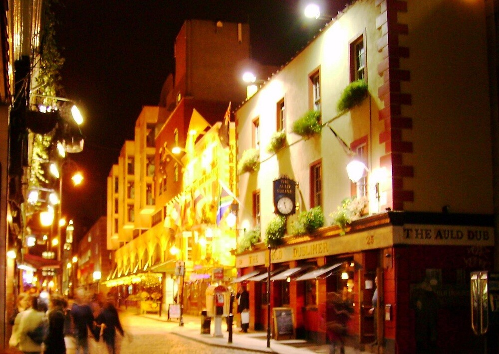 Dublin Night by Valerie Howell