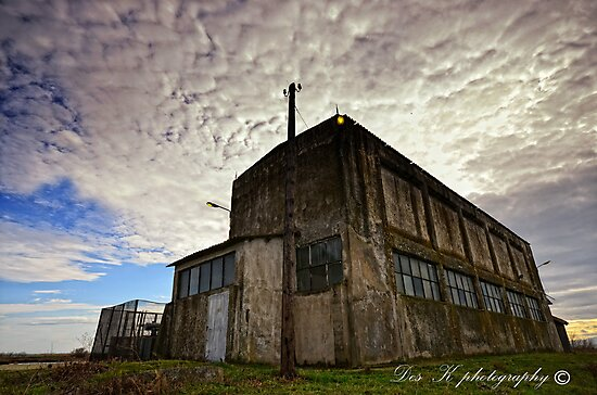 Abandoned building... by DespinaKit