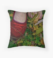 Zapatito rojo (little red shoe) Throw Pillow