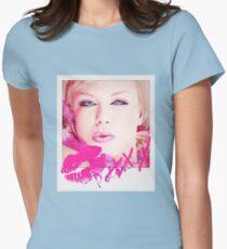 Poloroid Pink Kiss Tailliertes T-Shirt für Frauen