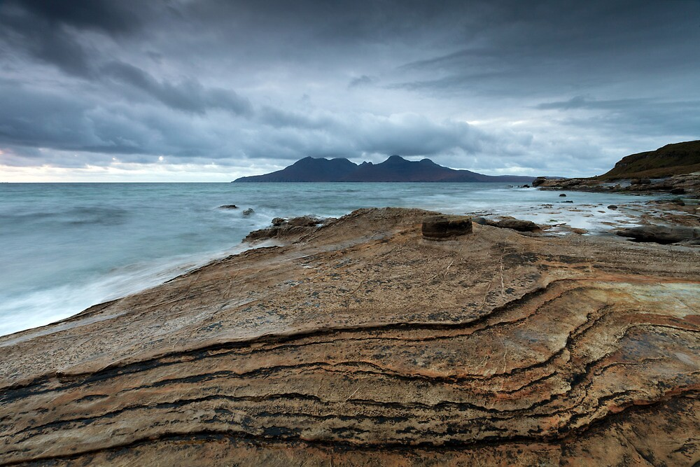 The contours of Eigg by damophoto