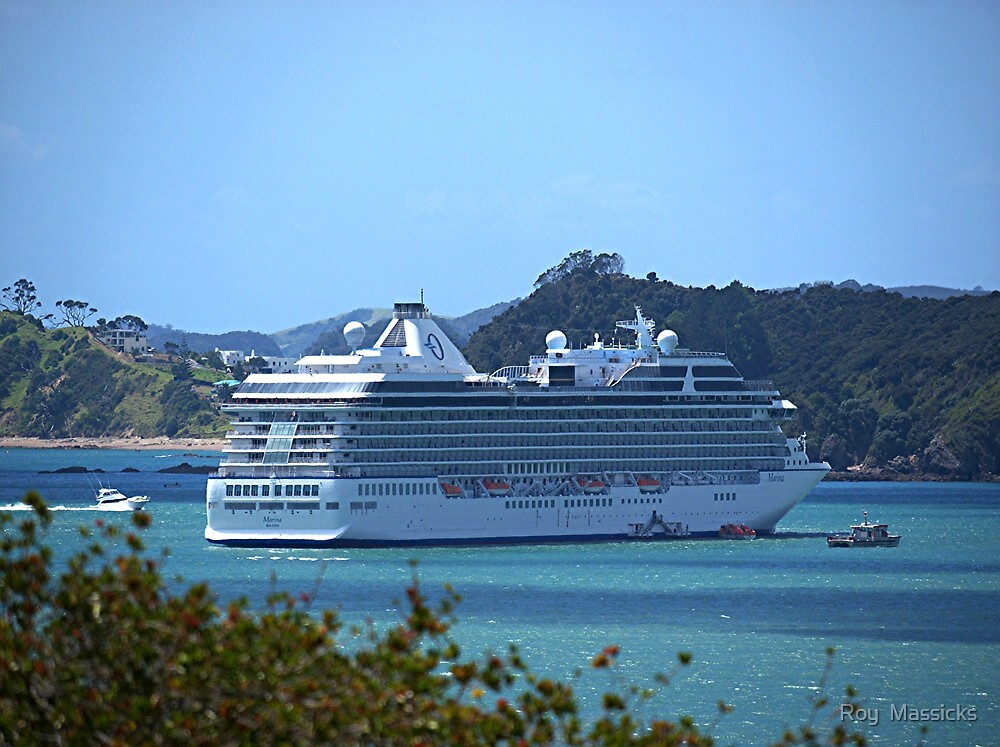 Safely at anchor in the Bay of Islands..........! by Roy  Massicks