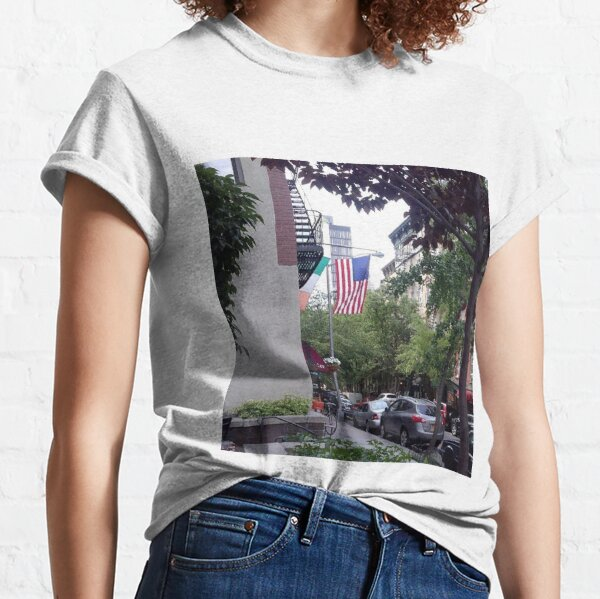 At Manhattan Classic T-Shirt