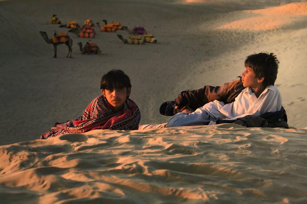 Under the desert sky  by areyarey