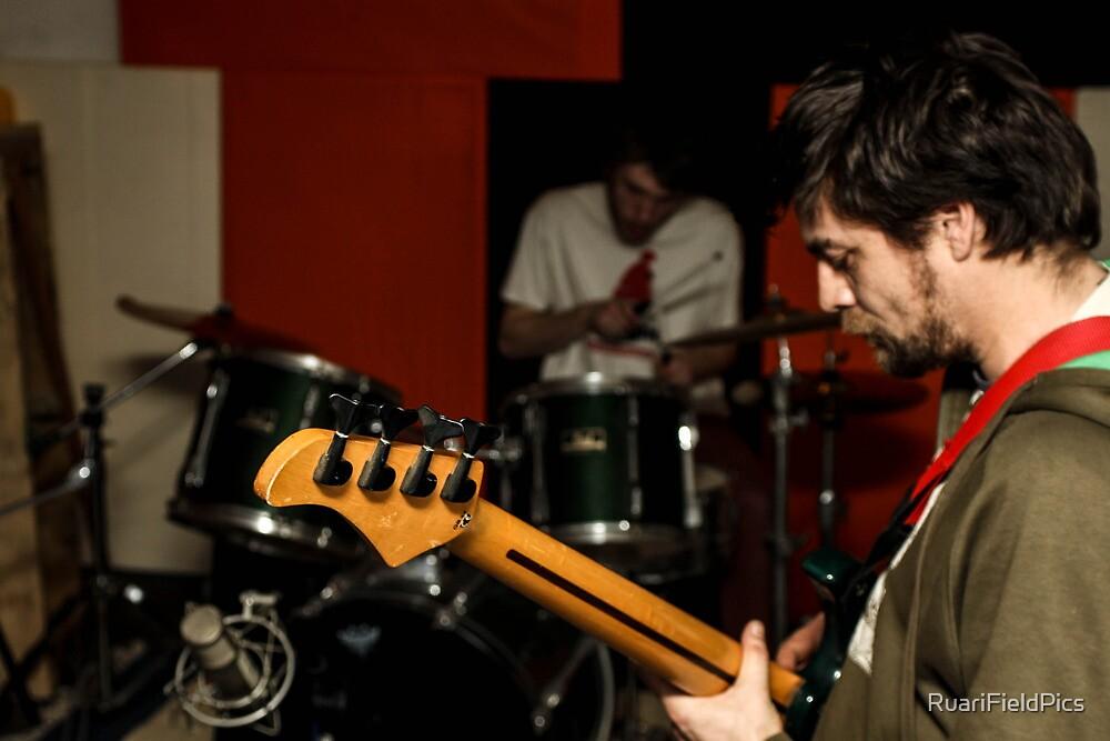 Silly Jam (On Bass Jamie Bilboa) by RuariFieldPics