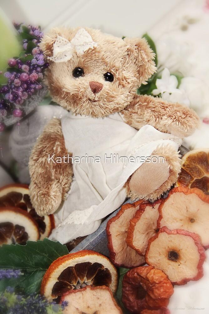 Little teddygirl by Katharina Hilmersson