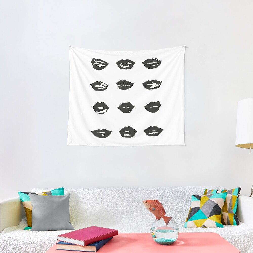 kiss kiss in black and white Tapestry