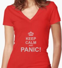 Keep Calm and Panic Women's Fitted V-Neck T-Shirt