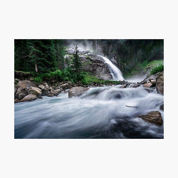 Die Krimmler Wasserfälle sind die höchsten in Europa. Dies ist wahrscheinlich der Grund, warum Sie gegen 6:00 Uhr aufstehen müssen, um eine Chance für ein Bild zu bekommen, ohne dass sich Menschen in der Nähe befinden. Fotodruck