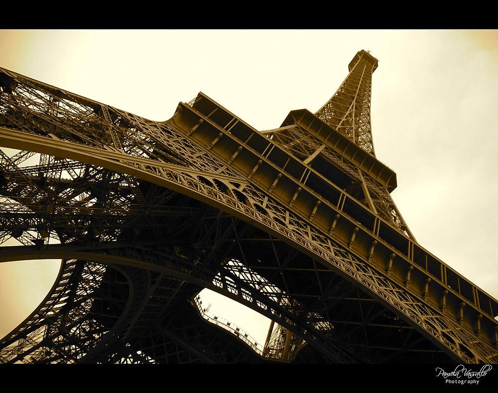 Tour Eiffel by Pamela Vassallo