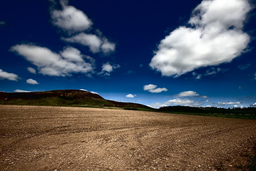 THE CLOUDS COMING OVER THE HILL by leonie7