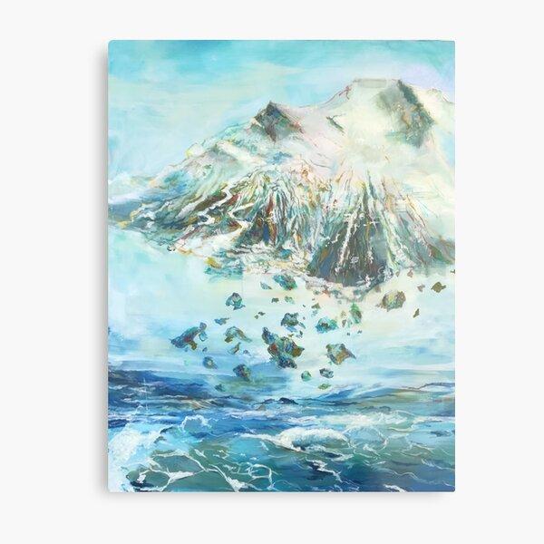 Ein Berg fliegt über dem Ozean Metallbild