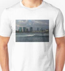 Sailing Into Honolulu, Hawaii T-Shirt