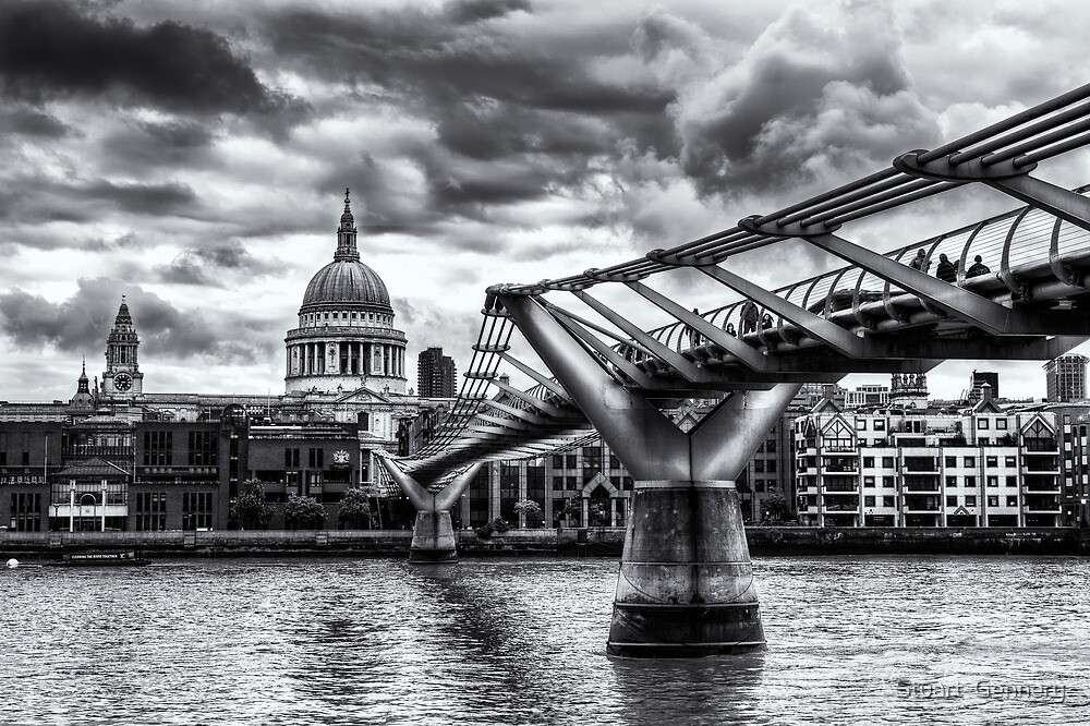 Black and White St.Paul's by Stuart  Gennery
