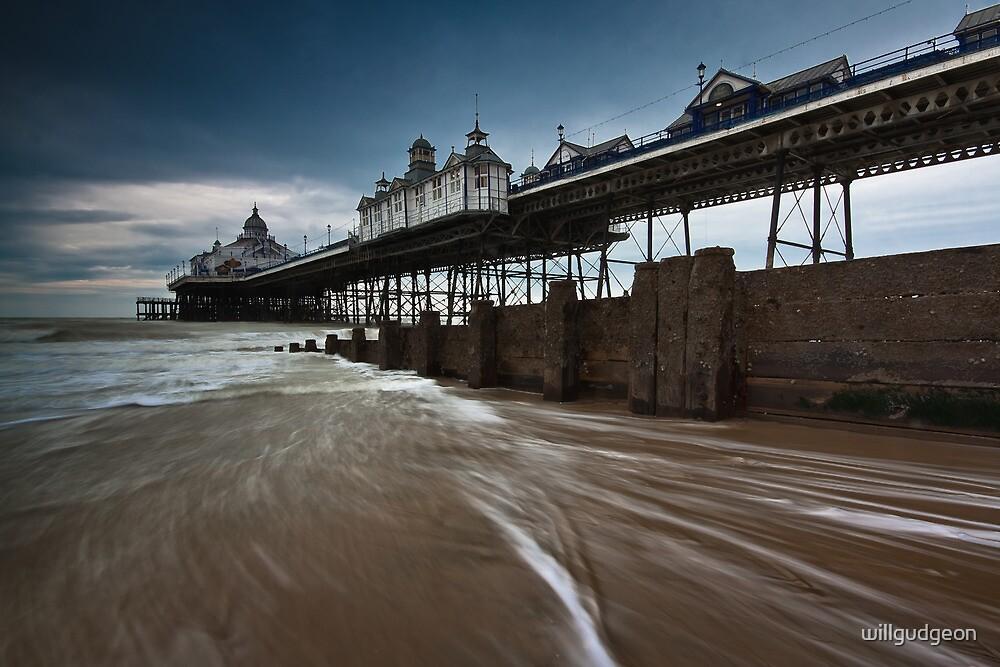 Eastbourne pier by willgudgeon