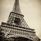 Eiffel Tower by gianliguori