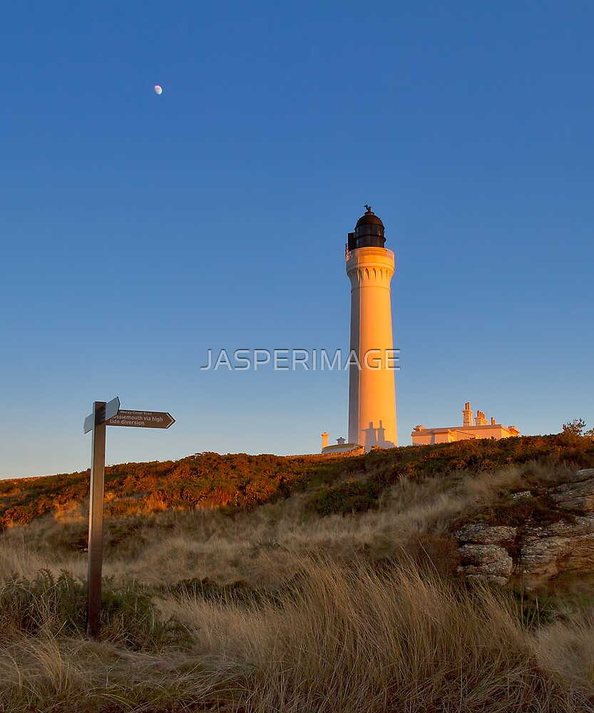 LOSSIEMOUTH - COVESEA LIGHTHOUSE LAST RAYS by JASPERIMAGE