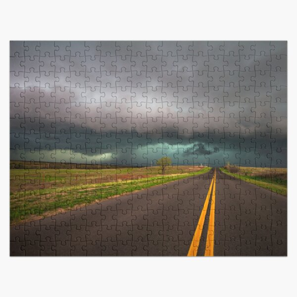 En el camino - La carretera conduce a una tormenta intensa en Oklahoma Puzzle