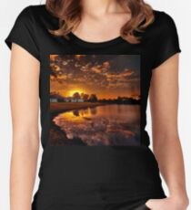 Reflecting sun Women's Fitted Scoop T-Shirt