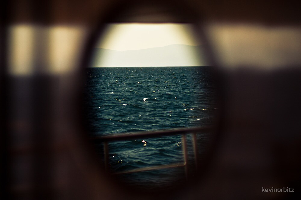 Escape to the sea. by kevinorbitz