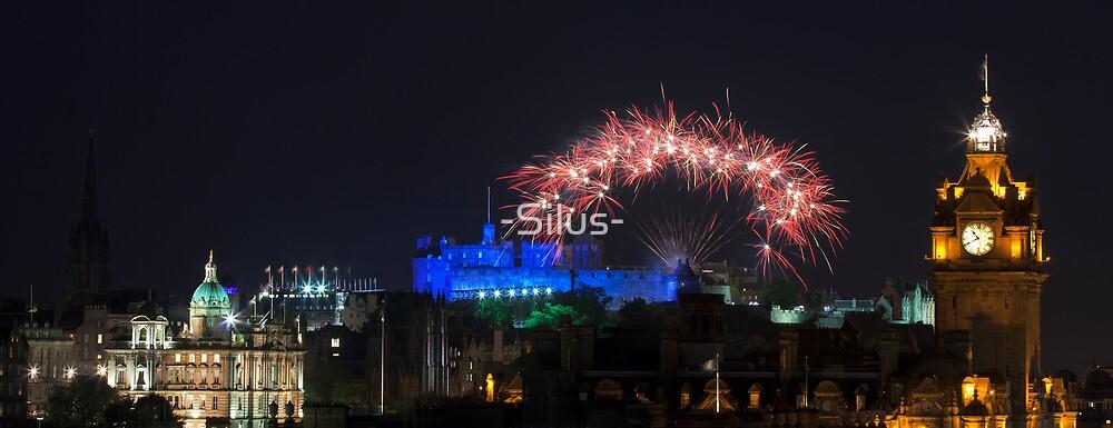 Fireworks over old Edinburgh by -Silus-