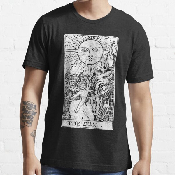 The Sun Tarot Card - Major Arcana - fortune telling - occult Essential T-Shirt