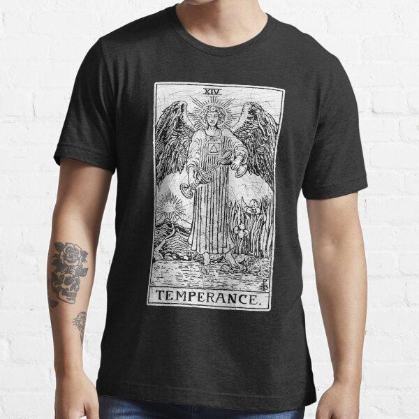 zeigt ein Gleichgewicht zwischen den Geschlechtern. Der Engel hat einen Fuß auf trockenem Land Essential T-Shirt