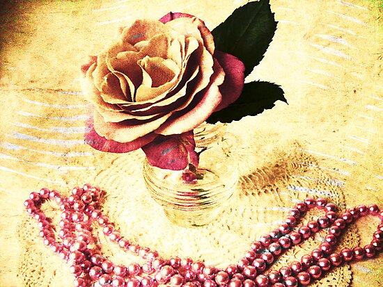 Vintage Rose & Pearls by Vitta
