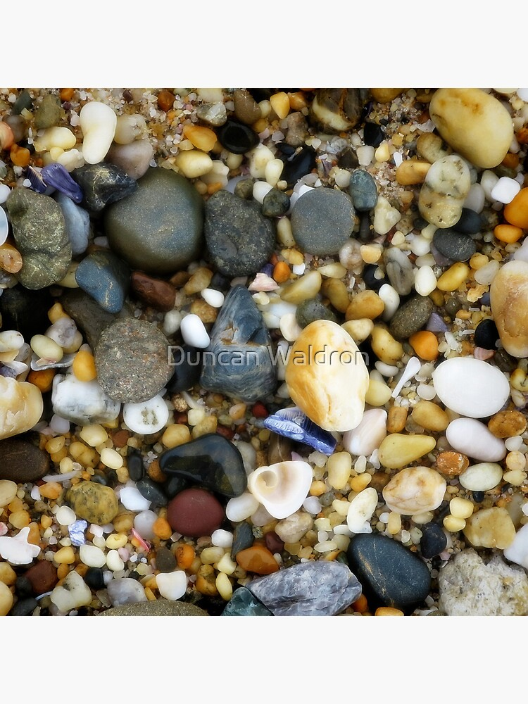 Wet pebbly beach by DuncanW