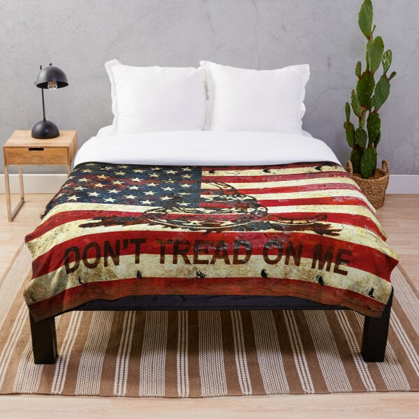 American Flag And Viper On Rusted Metal Door - Don't Tread On Me Throw Blanket
