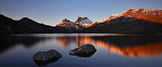 Sunrise at Cradle Mountain.  by Warren  Patten