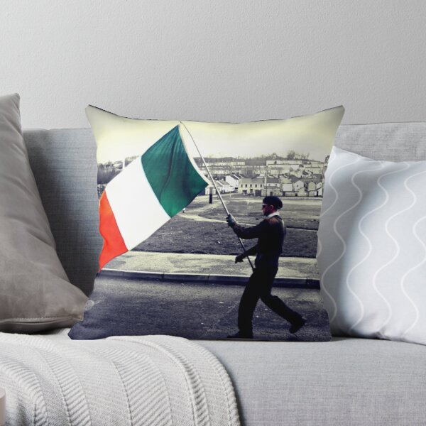 Is Eireannach Me- I am irish Throw Pillow
