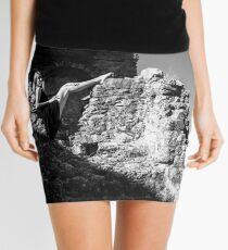 Minifalda Watching over the walls