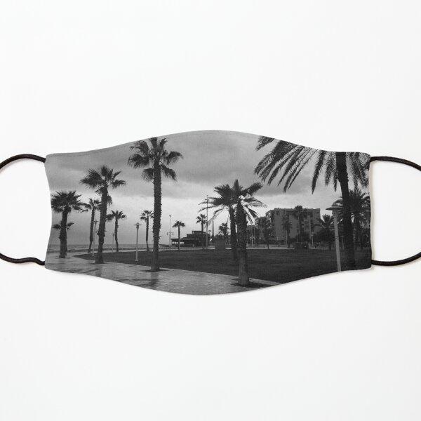 Palm tree seafront, stormy day, Malaga (monochrome) Kids Mask