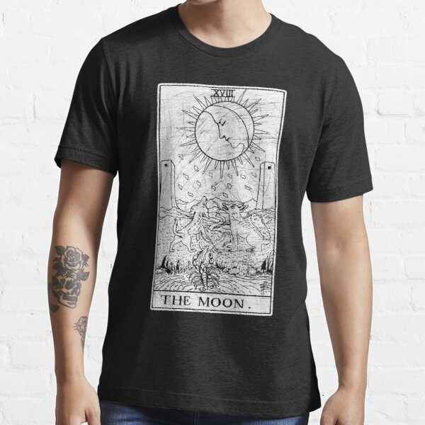 The Moon Tarot Card - Major Arcana - fortune telling - occult Essential T-Shirt