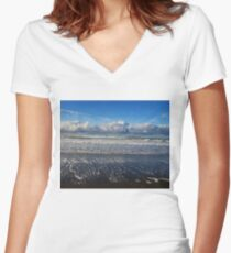 Beckoning Sea Women's Fitted V-Neck T-Shirt