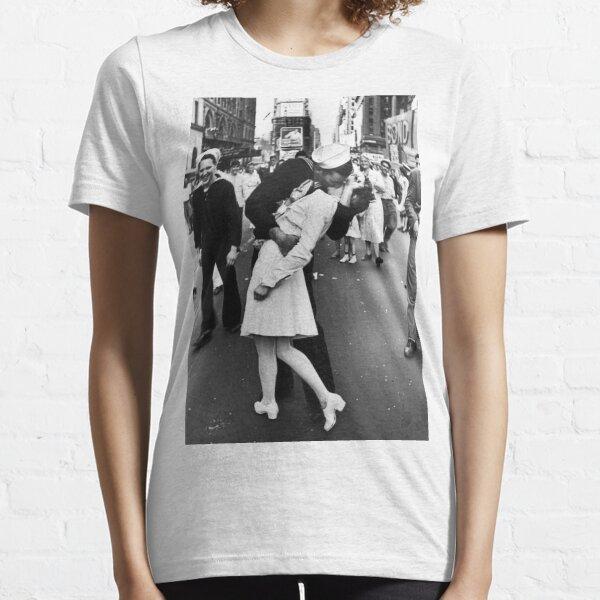 Times Square V/J-Day Kiss Essential T-Shirt