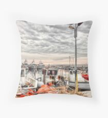 The all-seeing seagull Throw Pillow