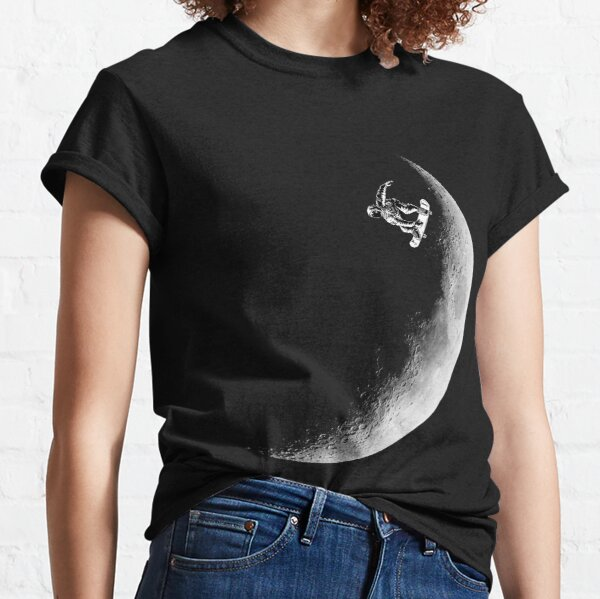 Moon boarder - Astronaut Skateboarding Design Suitable for Men and Women Classic T-Shirt