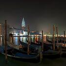 Gondola parking lot by Roberto Bettacchi