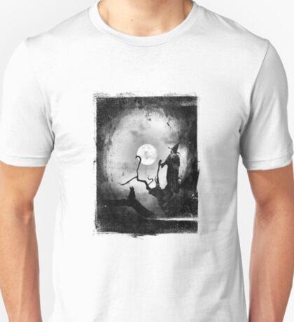Restless dreams and cold moonbeams T-Shirt