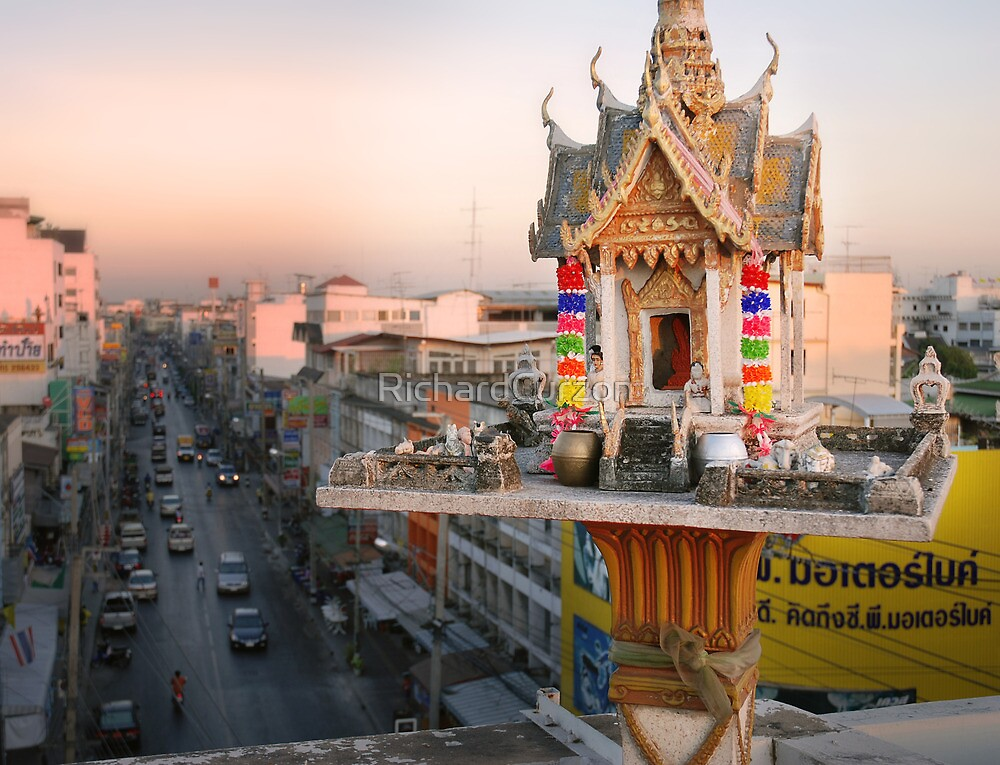 Rooftop Shrine - Thailand by RichardCurzon