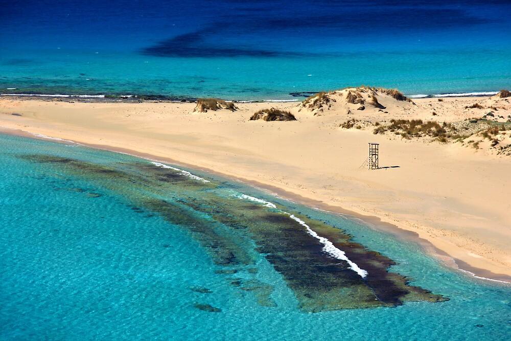Sea, sand, sea again... by Hercules Milas