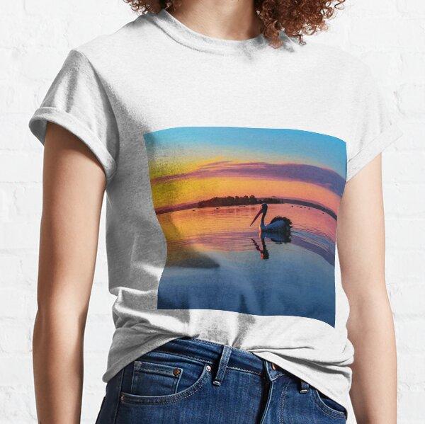 Pelican swimming Classic T-Shirt