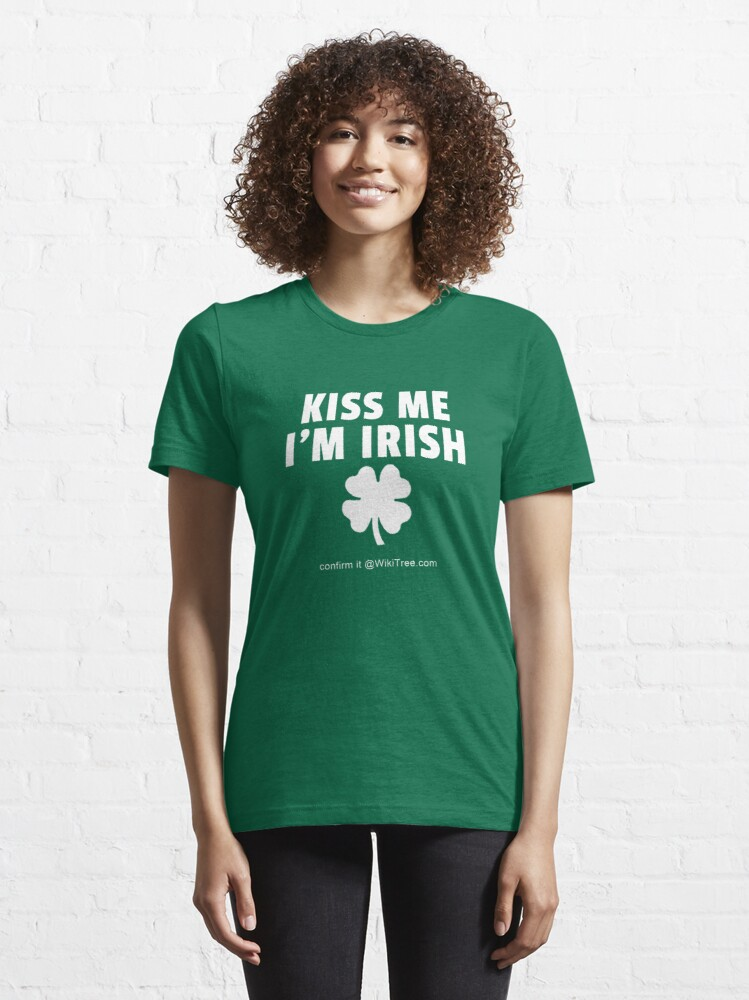Alternative Ansicht von Kiss Me I'm Irish. Confirm it @WikiTree.com. Essential T-Shirt